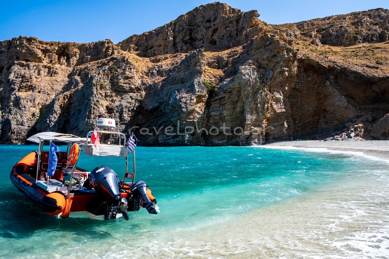 Η παραλία Αρχάμπολη στο Κάβο Ντόρο και τη νότια Εύβοια.