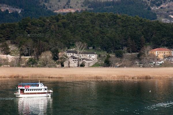 Λιμνη Ιωαννίνων-νησάκι κυρα Φροσύνης