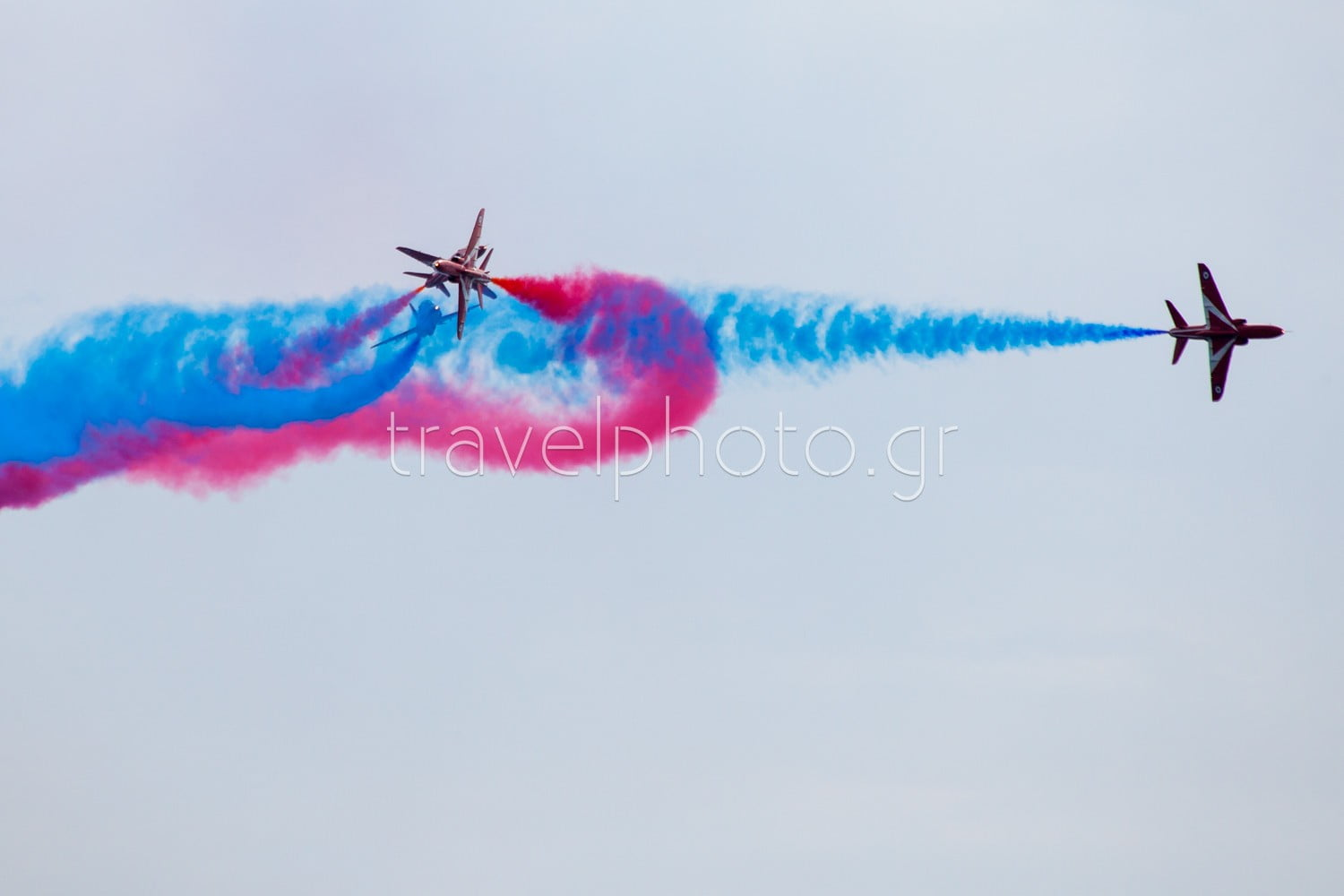 red-arrows-show-Athina