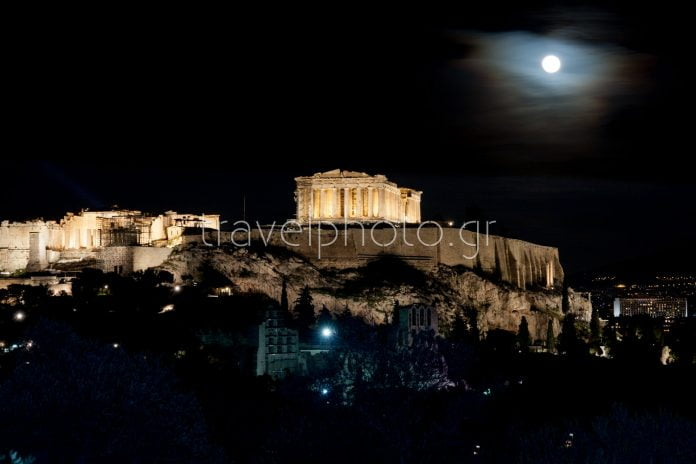 Acropolis-by-night-Athens-Greece