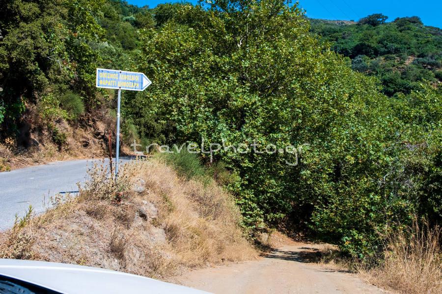 Πινακίδα για χωριό Λενοσσαίους