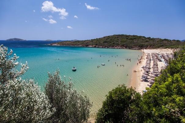 Χρυσή Άμμος, η πιο τουριστική παραλία της Άνδρου