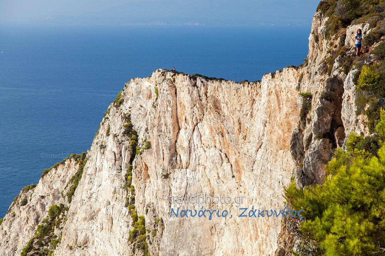 Θέα που κόβει την ανάσα, πάνω ακριβώς από τη παραλία Ναυάγιο. Δεν ενδείκνυται για υψοφοβικούς. (κλικ για να δείτε μεγαλύτερη)
