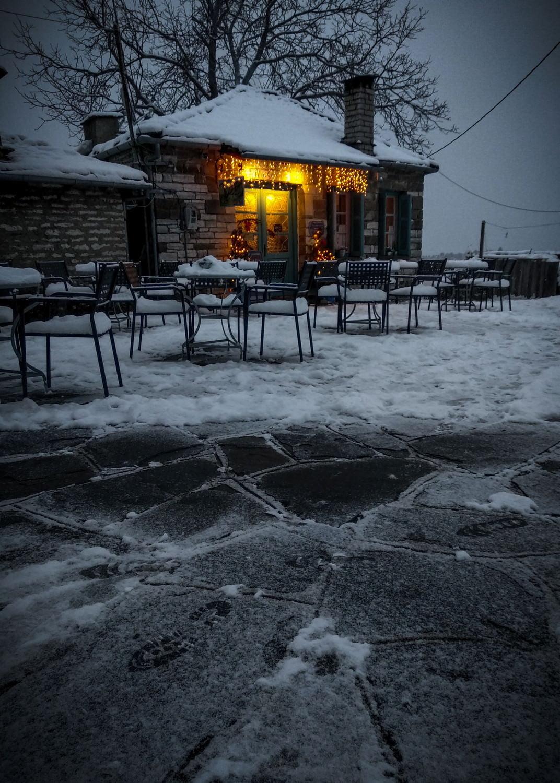 """Παραδοσιακό καφενείο """"Η Μεζαριά"""" στο Καπέζοβο, Ζαγοροχώρια"""